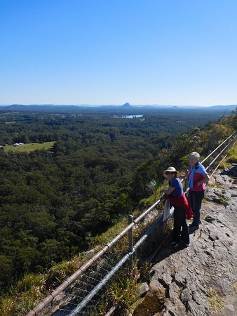 Noosa, Australia: Below the pagoda on summit - looking west