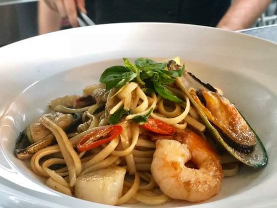 Wonders Grill: Spicy Seafood Linguine, In Asain Style with Prawn Cutlets, Scallops, Mussels, Calamari
