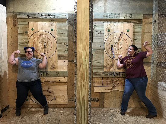 ‪Civil Axe Throwing - Chattanooga‬