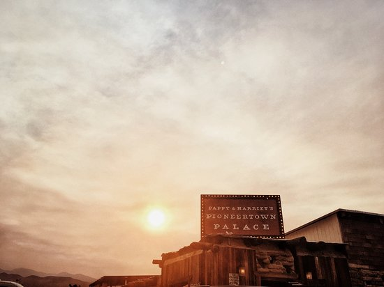 Pioneertown, CA: Pappy & Harriet's Palace