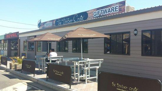 Surat, Australia: Side walk service