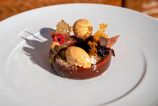 Tarasp, Suisse: Schloss- Gourmetdessert Herbst 2018 (Piemontesische Haselnuss  Gianduja, Karamell und Feige)