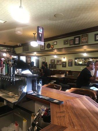 The Irish Embassy Pub: Bar area