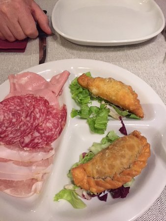 Castelnovo di Sotto, Italy: empanadas