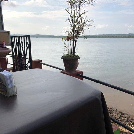 Gene's - Restaurant by the riverside