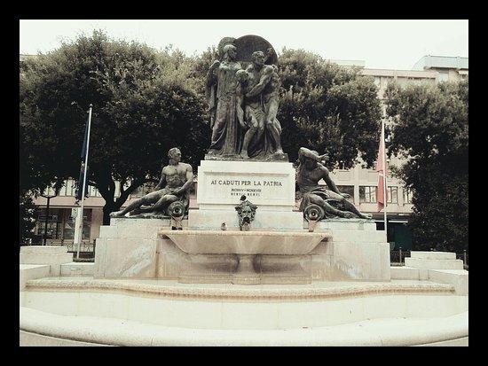 Giardino Di Piazzale Ellero Dei Mille - Monumento ai Caduti di Pordenone