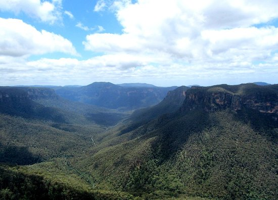 Blue Mountains, Australia: Decent views from up here, you might just hear or see Lyre birds, the state bird of New South Wa
