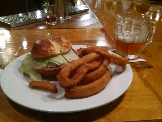Bellevue, Οχάιο: Enjoyed the Fried Bologna Sandwich & Onion Rings