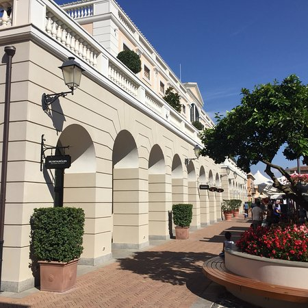 La Reggia Designer Outlet: photo1.jpg