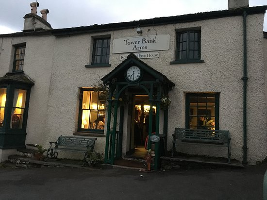 Near Sawrey, UK: Evening time outside Tower Bank Arms