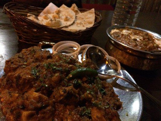 Garam Dharam: we ordered butter naan, mashroom matar, soya champ with gravy. Food is yummm. Service ok