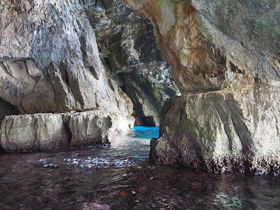 Zurrieq, Malta: Вода в разных местах разного цвета