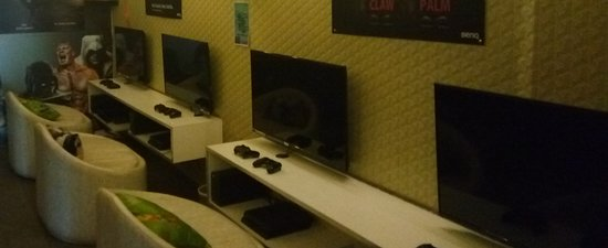 Two Ps4 And Two Xbox 1 Console Gaming Zone Picture Of Play 24x7
