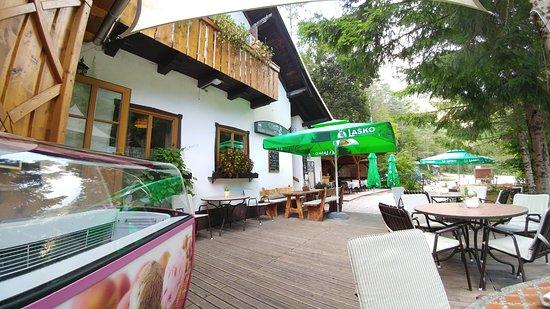 Begunje na Gorenjskem, سلوفينيا: летнее кафе