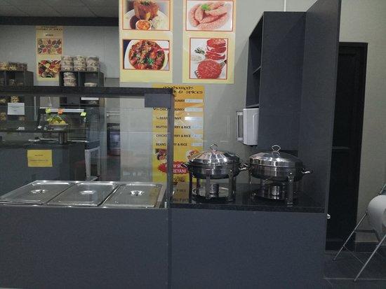 Mthatha, Südafrika: Bunny shows Curry and Rice