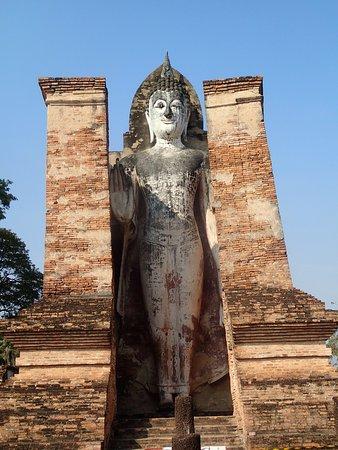 """Sukhothai Historical Park: abhaya mudra """"absence de peur, paix, sécurité"""""""