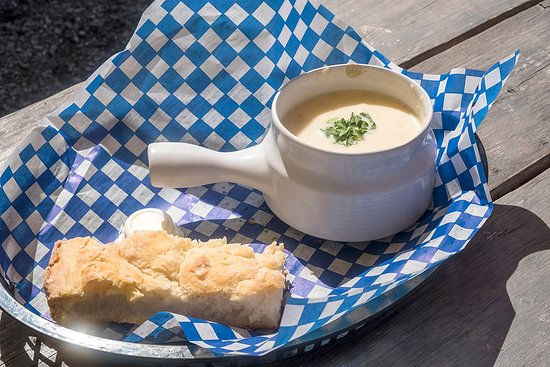 Point Prim, Canada : Chowder served with biscuit.