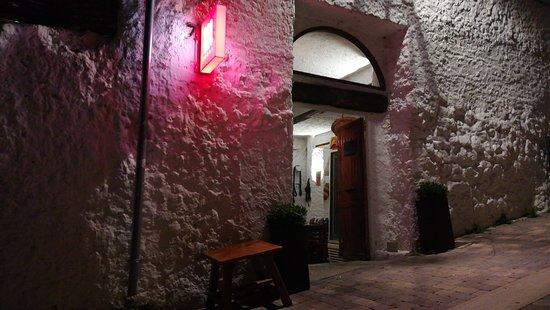 Trillo, Spania: Entrada