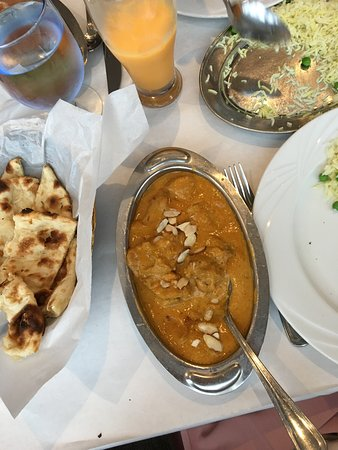 Curry Leaf Restaurant : Chicken Korma, Naan, Mango Lassi