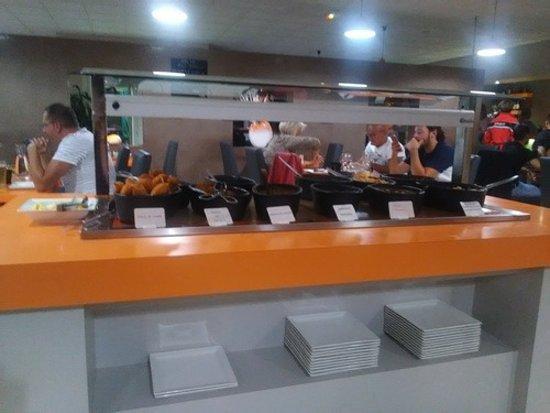 Saint-Etienne-de-Saint-Geoirs, ฝรั่งเศส: Buffet plats chauds