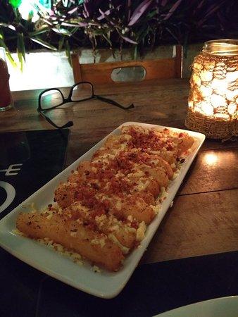 Serafim: Entradinha deliciosa. Mandioca com queijo coalho e bacon