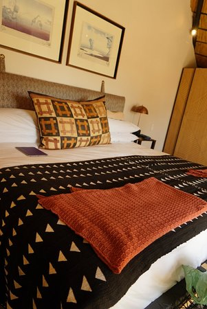 Mala Mala Private Game Reserve, Sudáfrica: african textiles and european comfort - nice refurbishment!