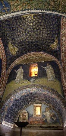 Mausoleo di Galla Placidia: Jaw dropping beauty!