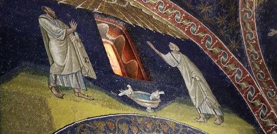Mausoleo di Galla Placidia: The glimmer from the gold makes them sparkle!