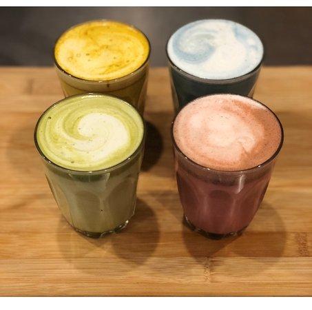 Woody Point, أستراليا: We serve speciality coffee alternatives - tumeric latte, mermaid latte, matcha latte & velvet la