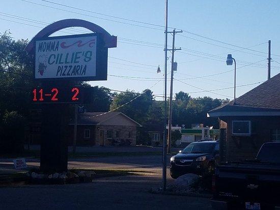 Harrison, Μίσιγκαν: Momma Cillie's Pizzaria