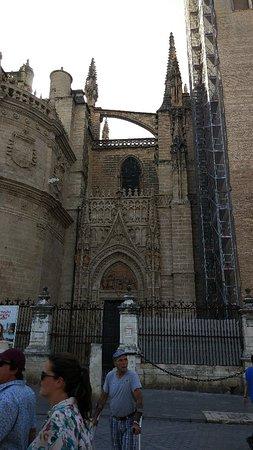 Kathedrale von Sevilla (Santa María de la Sede): SAVE_20180923_073715_large.jpg