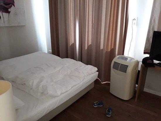 Schlafzimmer - Picture of Hotel Villa Toskana, Leimen ...