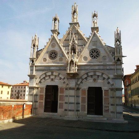 Santa Maria della Spina: Facciata