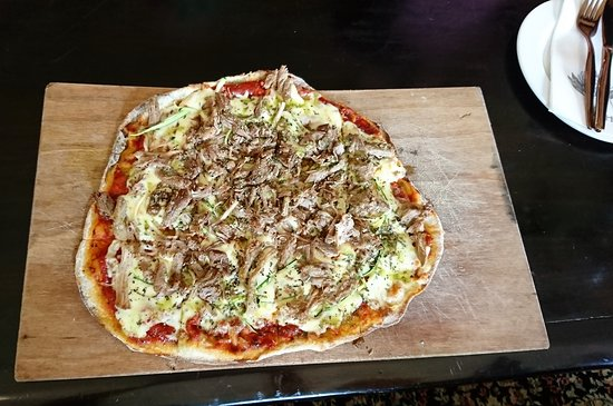 Wolseley, South Africa: Lamb, and herbal tomato based pizza..STUNNING