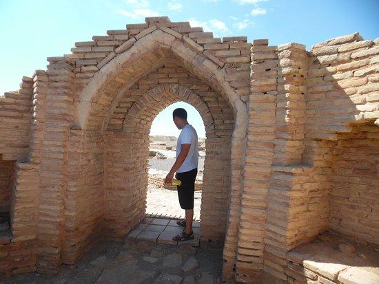 Туркестан, Казахстан: entrance to building remnants