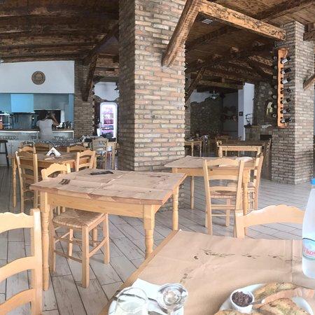 Уютный ресторан в Олимпии