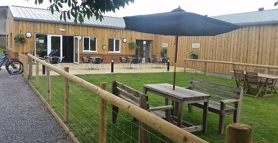 Devizes, UK: Patio and alfresco dinning area