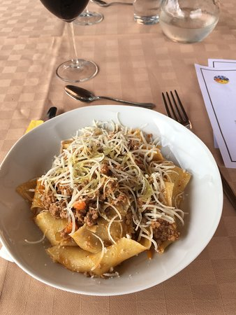 Chef in Tuscany - Cooking Lessons: Pappardelle in the lesson
