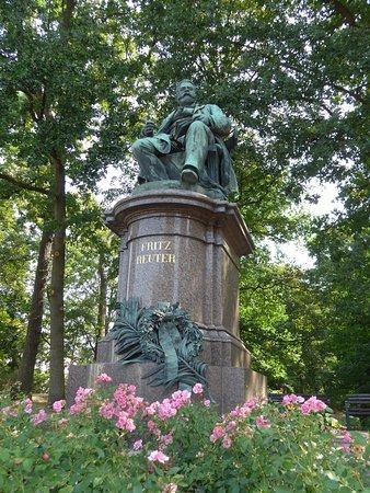 Fritz Reuter-Denkmal & Mudder-Schulten-Brunnen