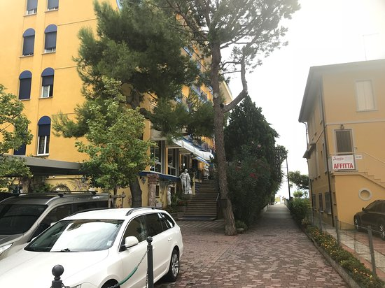 Hotel Napoleon : The hotel has its own car park!
