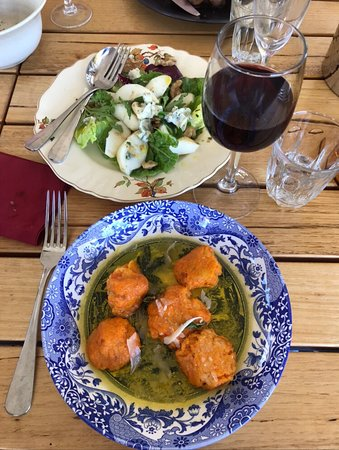 Wallaroo, Australia: Must tries: heavenly carrot gnocchi and the out of this word hole grown olives.