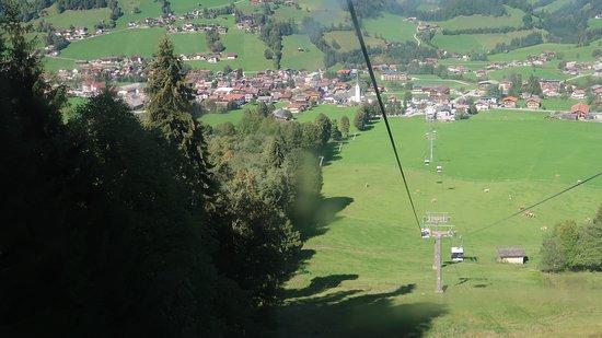 Markbachjochbahn: Blick über Niederau von der Seilbahn