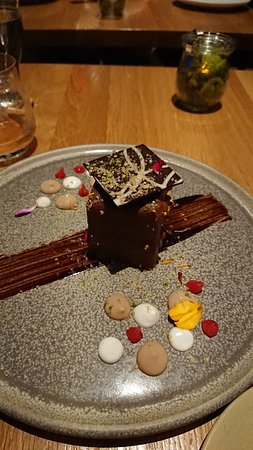 Forage: The chocolate hazelnut caramel gâteau might be a MUST for any visit here.