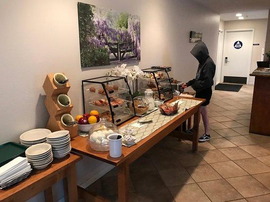Little Sur Inn : Buffet Breakfast