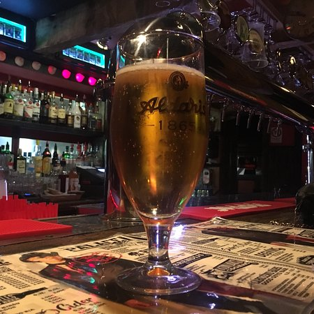 Liepaja, Lettonie : Beer at the bar