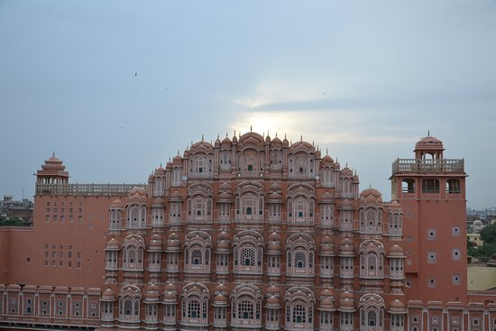5 Lounge Dakterrassen : Zicht op hawa mahal vanop het dakterras picture of the tattoo cafe