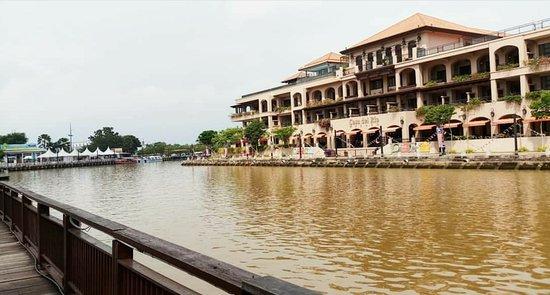 Malacca River: _20180923_233326_large.jpg