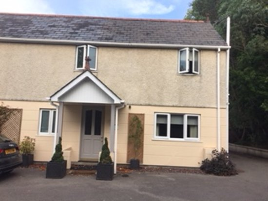 Hordle, UK: View of annexe from road