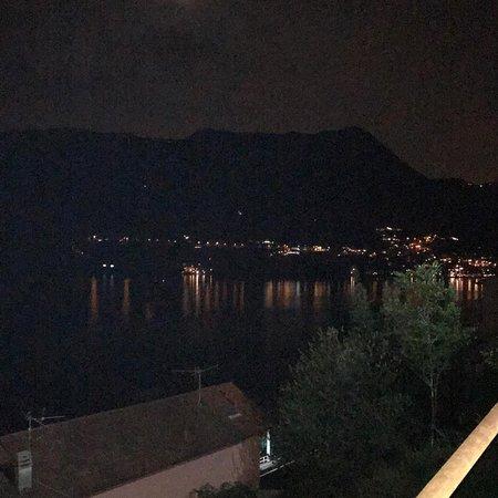 Carate Urio, Italy: Una finestra sul lago