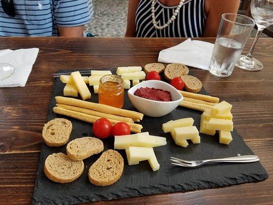 Santorini Wine Adventure: snacks at Gavalas
